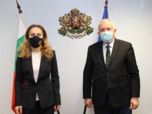 """Вицепремиерът Марияна Николова проведе работна среща с доц. д-р инж. Румен Драганов, член на УС на """"Български туристически съюз"""""""