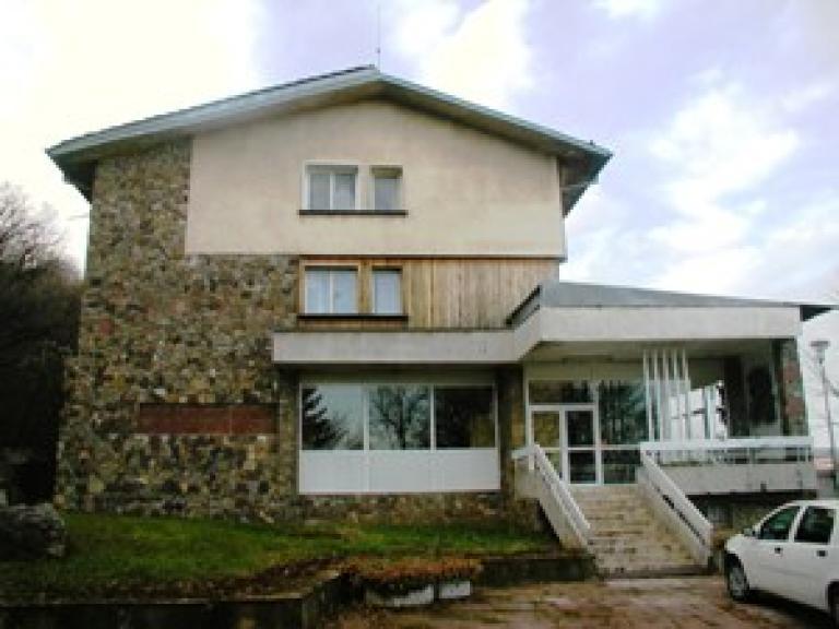 """Хотел """"Стратеш"""" в град Ловеч"""