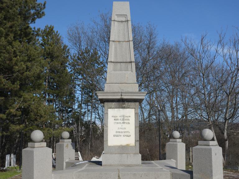 Първи войнишки паметник