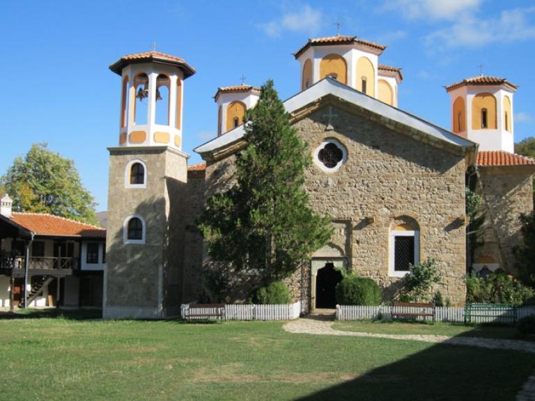 manastir-sveta-troica-etropole.jpg
