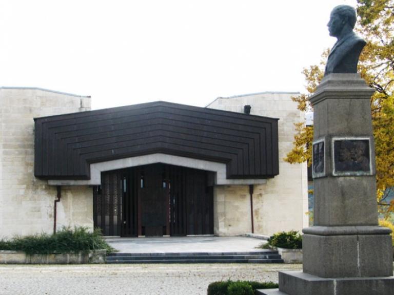 Котел - Пантеон на Г.С.Раковски