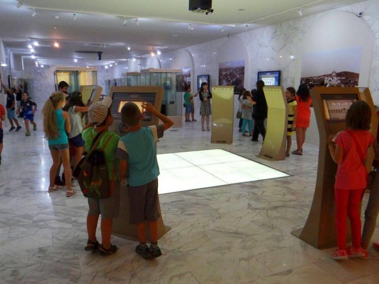 Безистен с интерактивен музей - тунел на времето